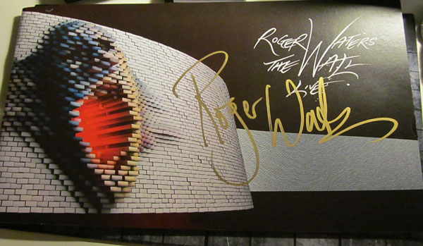 2010-Wall-Tour-Book