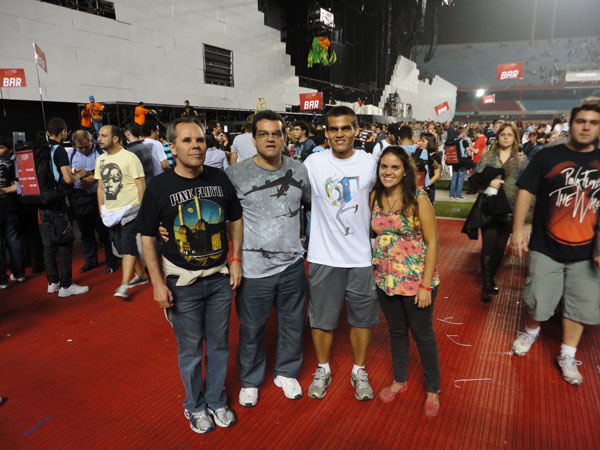 Long time contributor to AFG Edison Vaz Melonio (2nd left) with friends at this show.