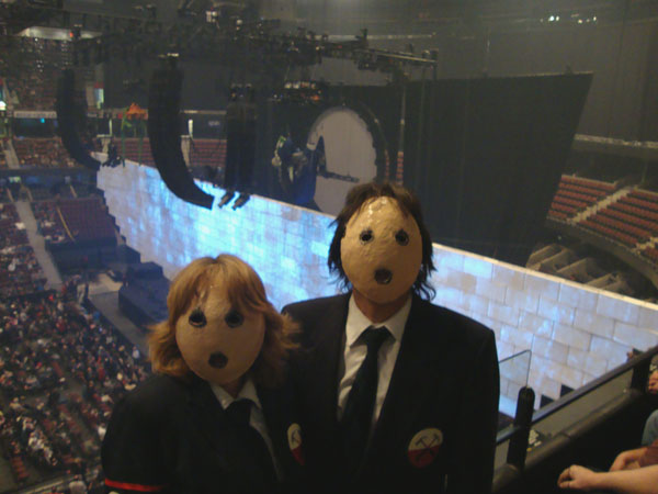 Brian Petruk & wife attended the Roger Waters Ottawa show on the 17th wearing these outfits! Brian said a number of people called out his name after seeing an invitation on AFG to do so! (Thanks to Brent Ingalls)