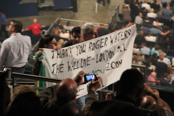 Joaquim Arnês from Brazil (who sent in the above photos) also flew the AFG banner at some of Roger's USA shows.