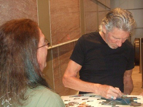 Our good friend Greg Hampton meets up with Roger at the Charlotte show. (Image thanks to Greg Hampton)