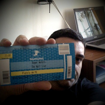 José Mendes holds up his ticket for this show