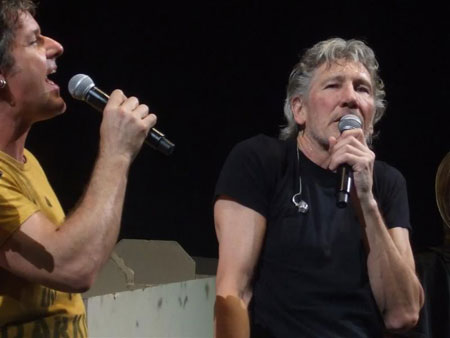 """Robbie Wyckoff and Roger Waters performing """"Outside The Wall"""" (photo by Simon Wimpenny)"""
