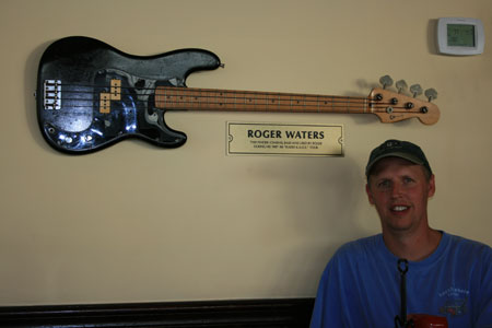 Roger Waters bass as used on his Radio KAOS tour. With thanks to Steve Wenzbauer