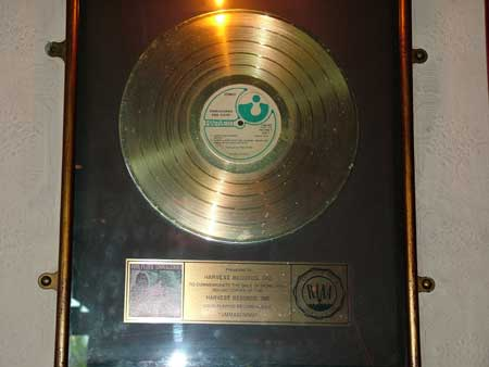 """The inscription on this Gold Record that was sent in by Frank Parrish reads:Presented to HARVESTRECORDS.INC To commemorate the sale of more than 500,000 copies of the HARVESTRECORDS.INC Long Playing Record Album """"Ummagumma"""" (Pic taken April 2004. Thanks Frank)"""